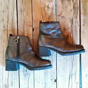 Zodiac Ankle Boots 8.5 Like New